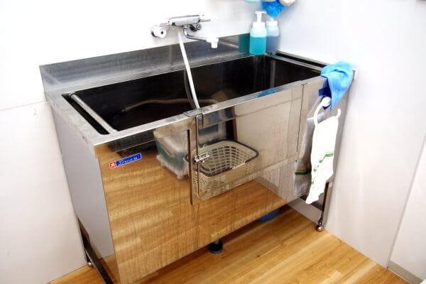 厳選したシャンプーとマイクロバブルで低刺激な洗い上げ